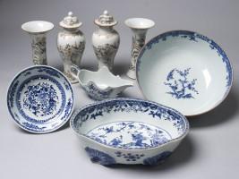OKS ontvangt schenking Chinees porseleinen voorwerpen